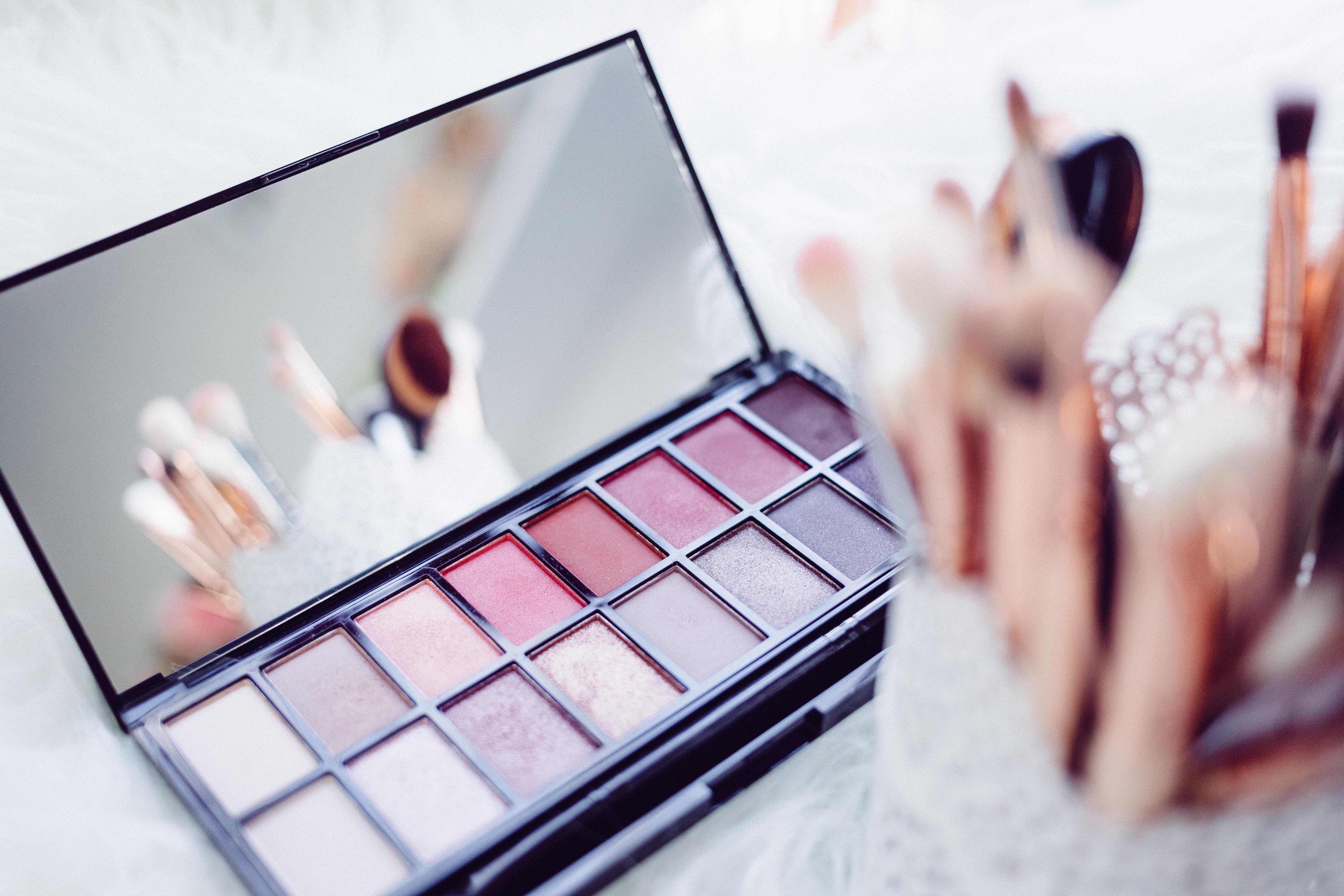 Pros and Cons Makeup Favorit Netizen! Cek Reviewnya Disini!