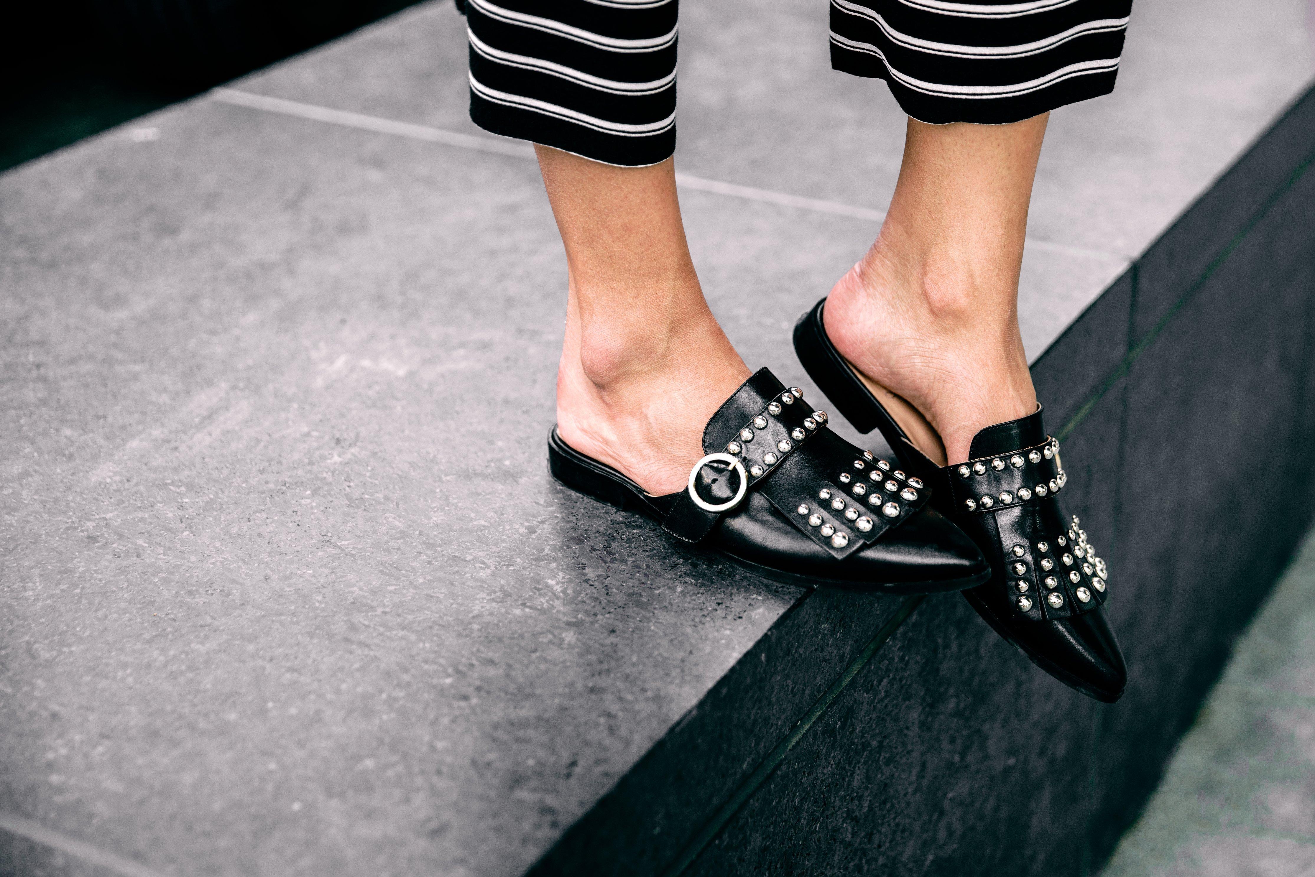Makin Percaya Diri di Berbagai Acara dengan Pointy Flat Shoes Pilihan