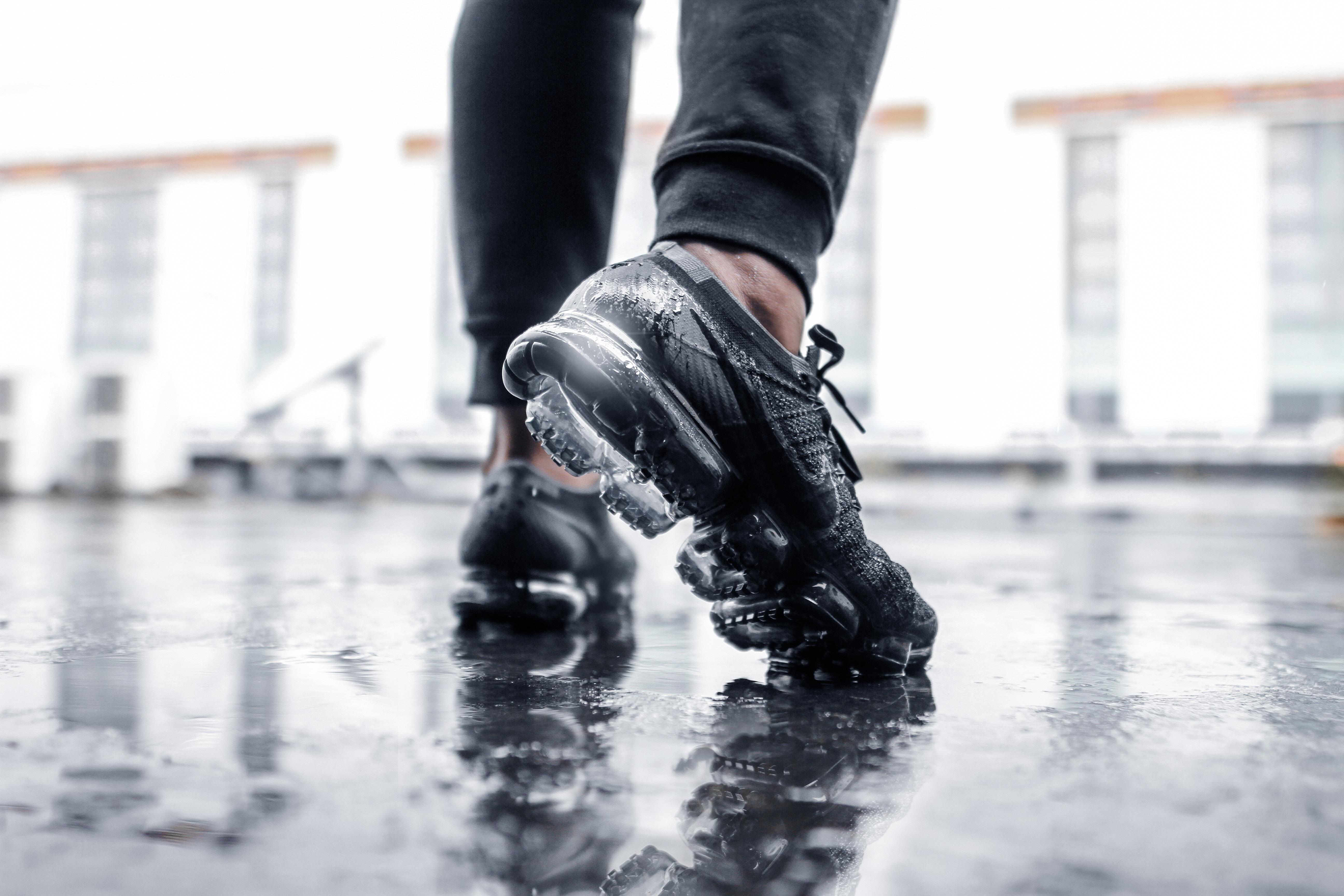 12 Pilihan Sepatu Olahraga untuk Dongkrak Performa di Lapangan