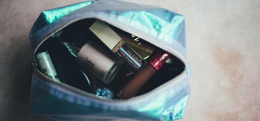 Tetap Cantik Saat Berlibur dengan Travel Beauty Kit