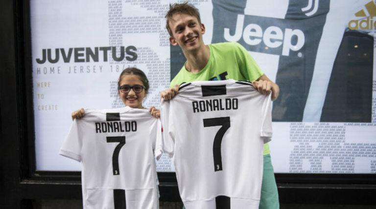 Kenapa Jersey Juventus Cristiano Ronaldo Begitu Diburu Kolektor?