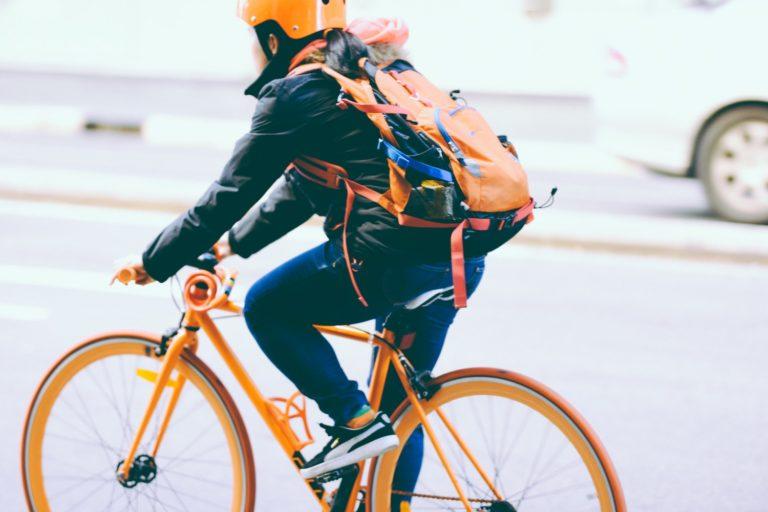 Bersepeda Aman dan Nyaman Dengan 5 Perlengkapan Wajib Ini