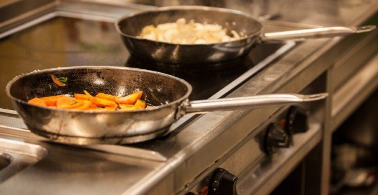 Hindari Percikan Minyak Saat Menggoreng dengan Memperhatikan 5 Hal Ini