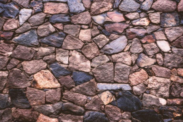 6 Jenis Batu Alam Terbaik untuk Rumah Minimalis