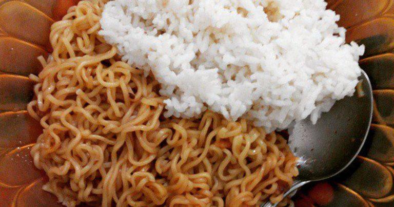 Bahaya Risiko Makan Mie Dengan Nasi Yang Perlu Kamu Ketahui