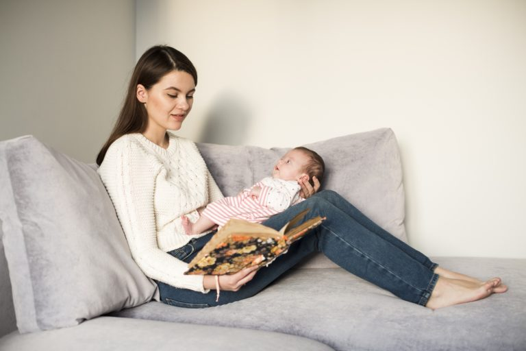 5 Manfaat Membacakan Cerita kepada Si Kecil