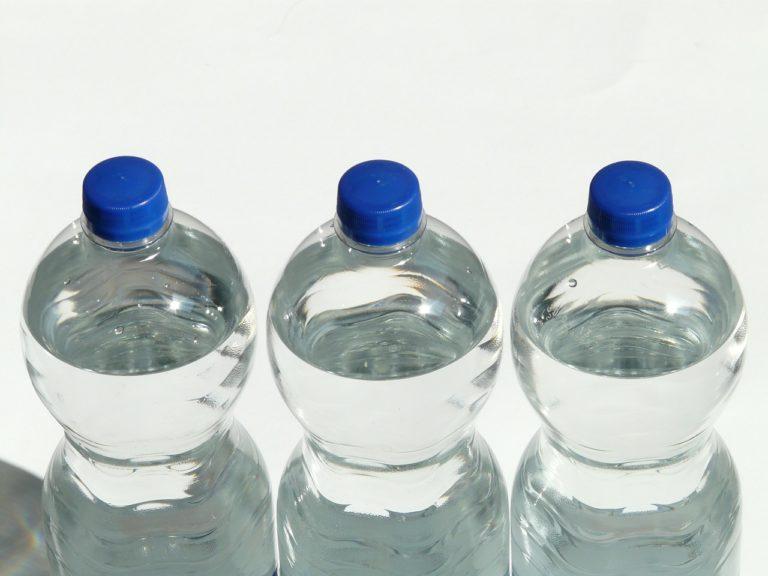 Jangan Simpan Air Mineral Kemasan Lebih dari Dua Jam
