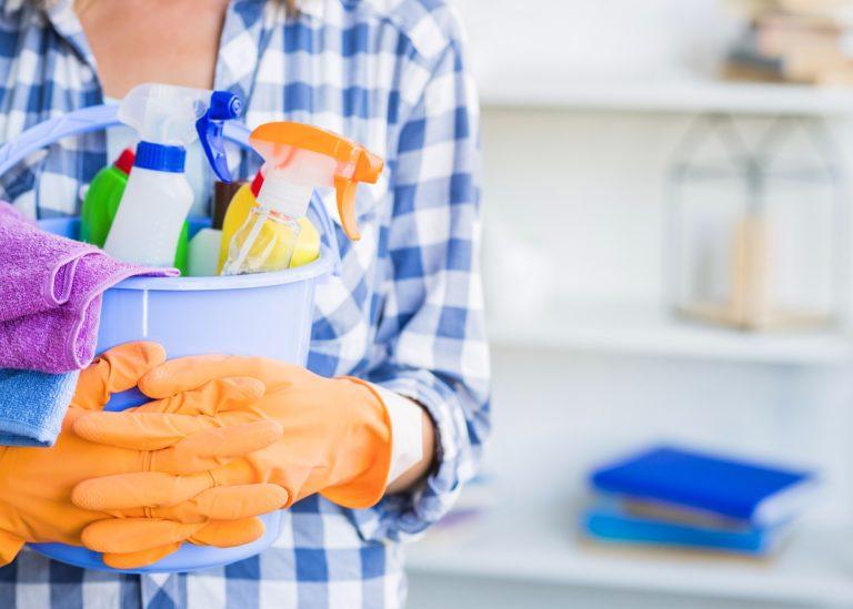 Bukannya Bersih, 5 Cara Membersihkan Ini Malah Bikin Rumah Semakin Kotor!