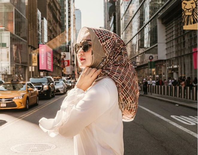 Tiru 3 Tutorial Hijab Segi Empat Sederhana Ala Artis Indonesia Inspirasi Shopee