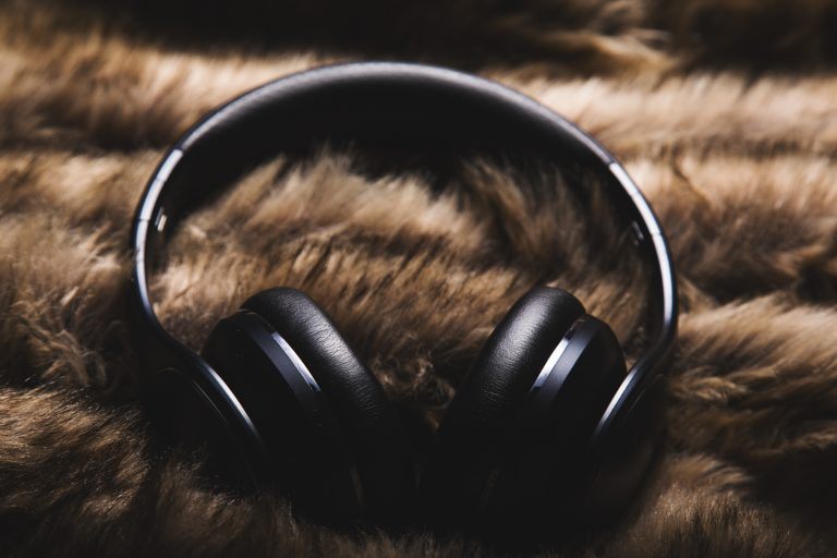 Rekomendasi Headphone Kedap Suara Terbaik
