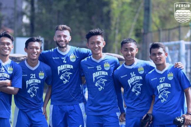 Berikut ini merupakan pemain belakang PERSIB Bandung, kecuali..