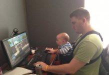 Ketika ayah mengurus anak di rumah