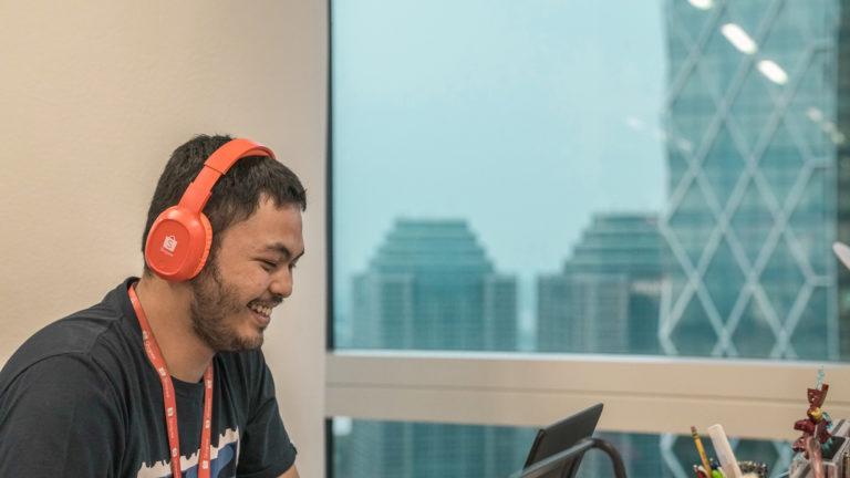 Tak Bisa Bekerja Tanpa Mendengarkan Musik? Lima Genre Musik Ini Bisa Bikin Kamu Jadi Lebih Produktif