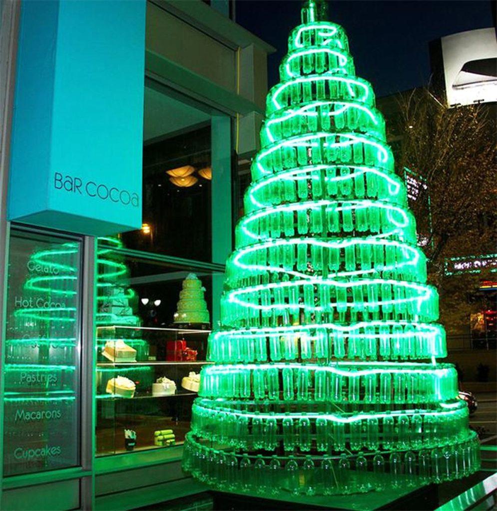 Pohon Natal dari Botol Plastik
