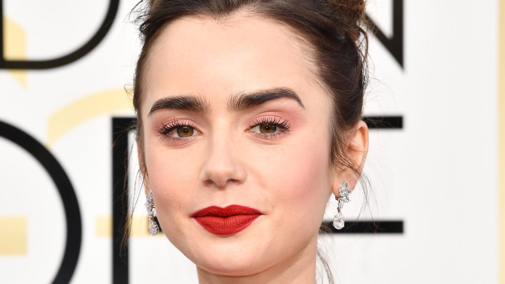 Eyeshadow Pink Lipstick Merah