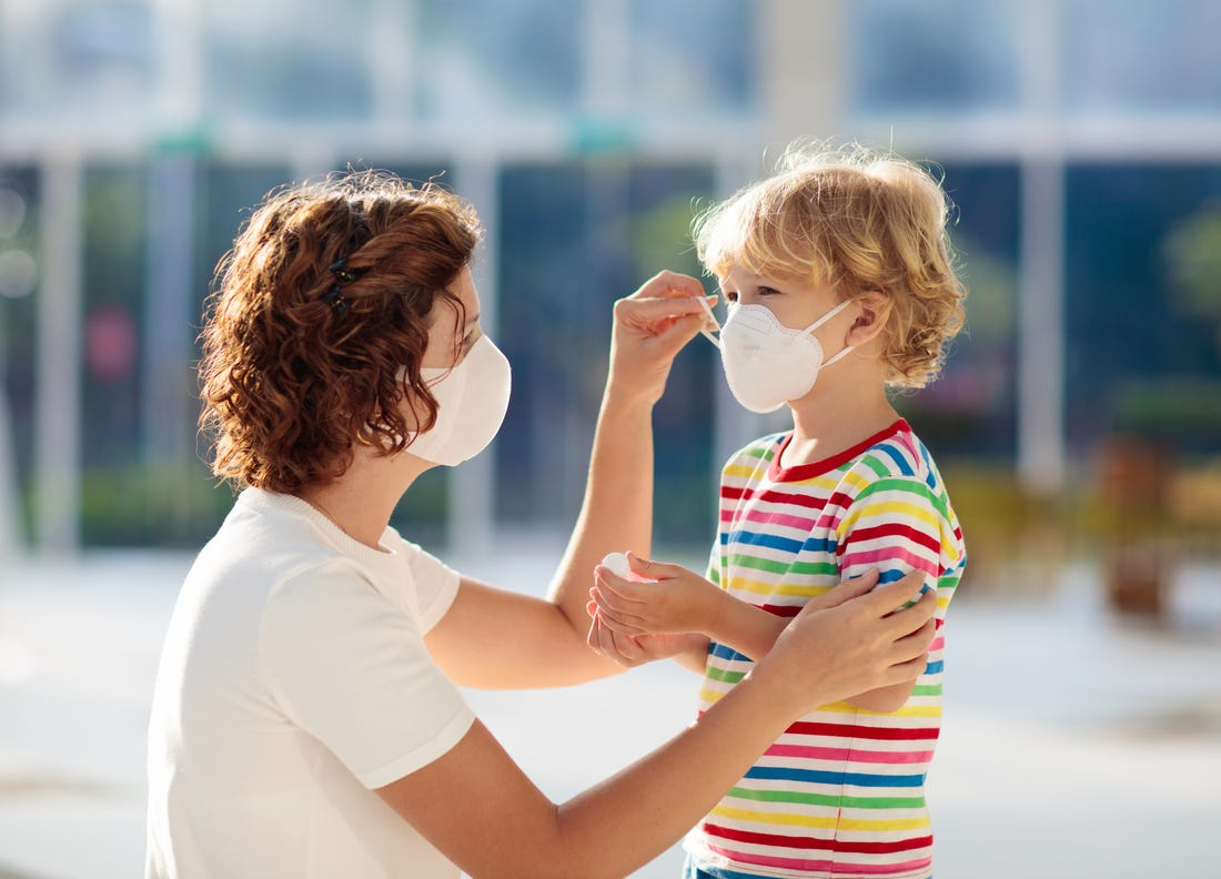 Pakai masker cegah Virus Corona