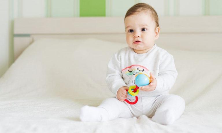 Moms, Ini Dia Manfaat dari Mainan Anak 'Rattle' untuk Buah Hati