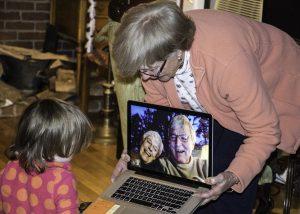 Bertemu Keluarga Saat Natal Secara Virtual