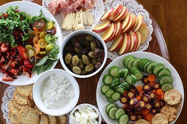 pisahkan sayuran dan buah